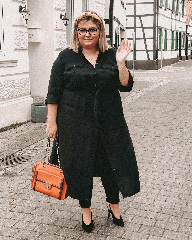elabonbonella personal blog anna scholz by ulla popken kollektion schwarzes hemdblusenkleid 02 min