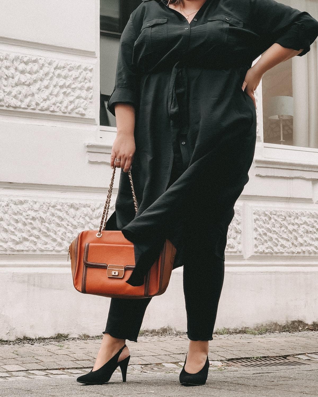 elabonbonella personal blog anna scholz by ulla popken kollektion schwarzes hemdblusenkleid 08 min
