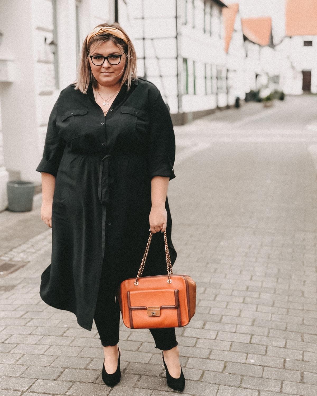 elabonbonella personal blog anna scholz by ulla popken kollektion schwarzes hemdblusenkleid 15 min